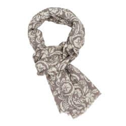Tørklæde i flot mønster i hvid og beige