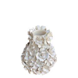 Blomstervase med hvide håndfremstillede blomster
