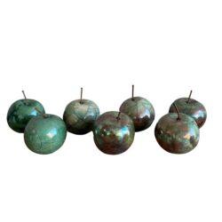 æbler i raku i flot grøn