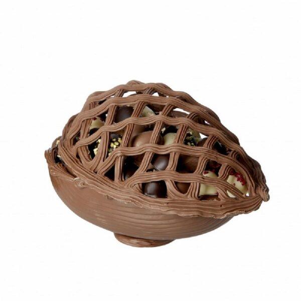 Chokoladepåskeæg i lys kvalitetschokolade med fletlåg