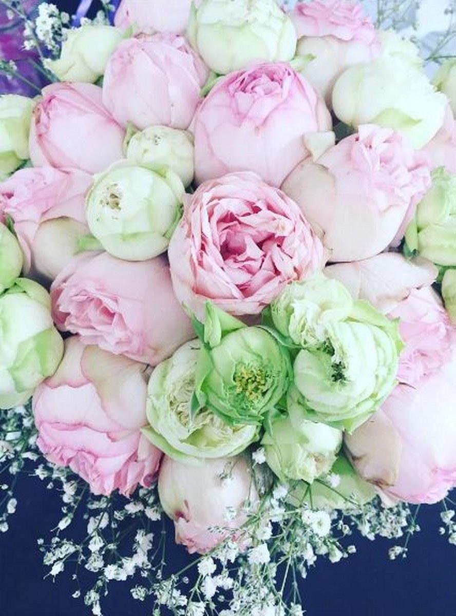 Brudebuket med roser og pæoner