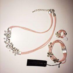Halskaede-armbaand-ring-rosa-laeder
