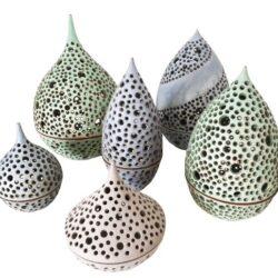 Unika-keramik-lanterne-draabeform-med-huller